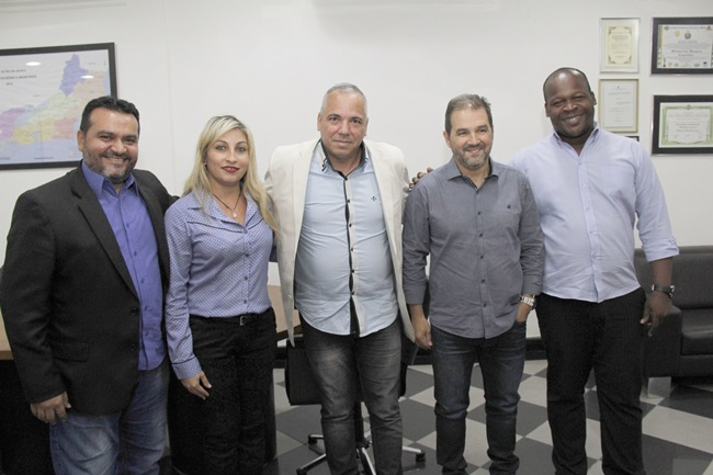 Senador Eduardo Lopes recebe pedido de ajuda para o município de Maricá